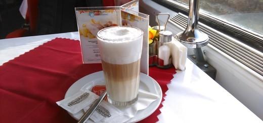 Latte Macchiato im tschechischen Speisewagen